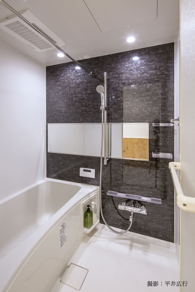なかなか広めなお風呂は追い焚き機能あり。浴室乾燥機もついてます。