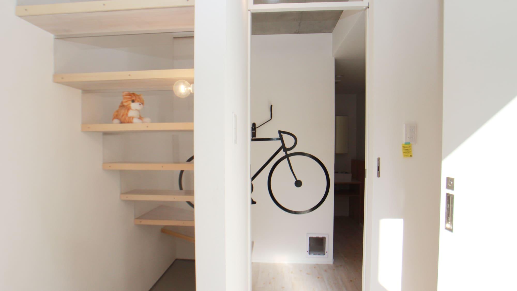 お猫様×ロードバイク★feelCnB_18号室