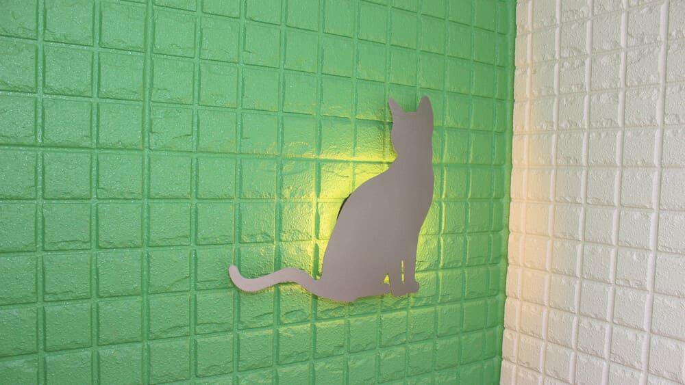 玄関のライトは猫さん型