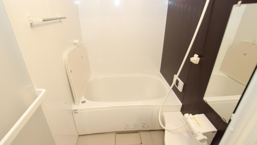 お風呂は追い焚き&浴室乾燥機能付き。お天気が悪い日もお洗濯物を干せるのは助かりますよね。