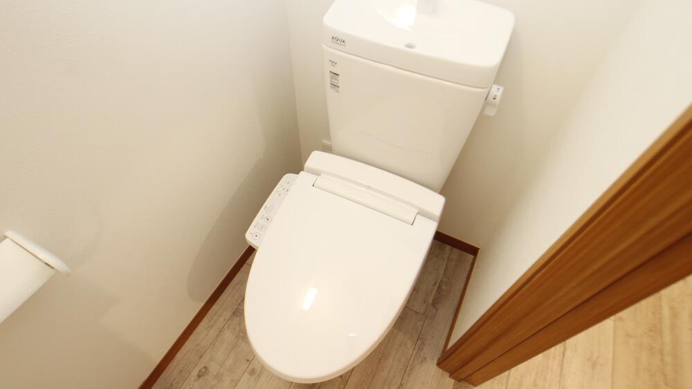 おトイレはウォシュレット付き(画像は204号室)