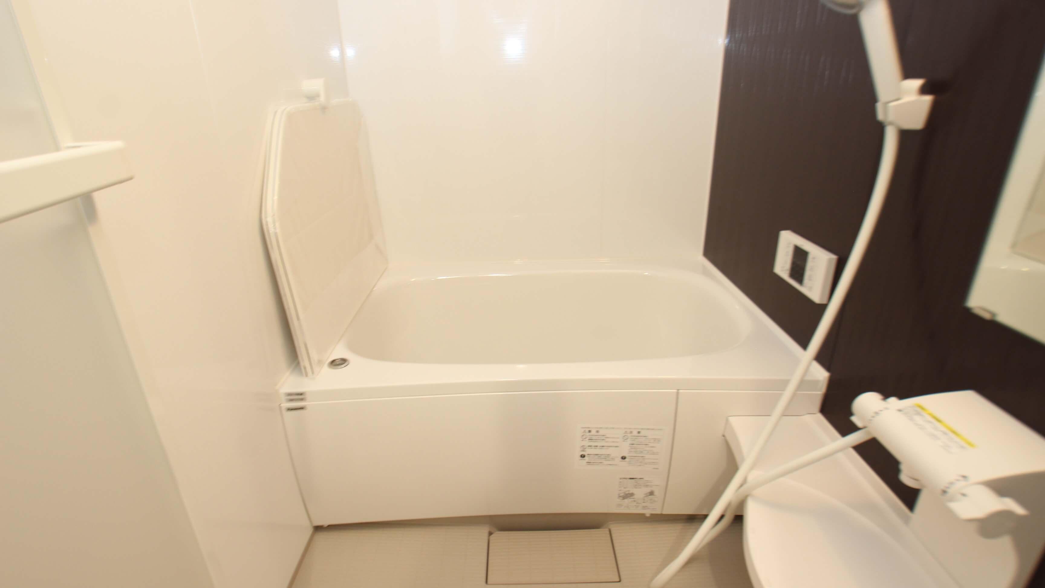 お風呂です。浴室乾燥機ございますにゃ