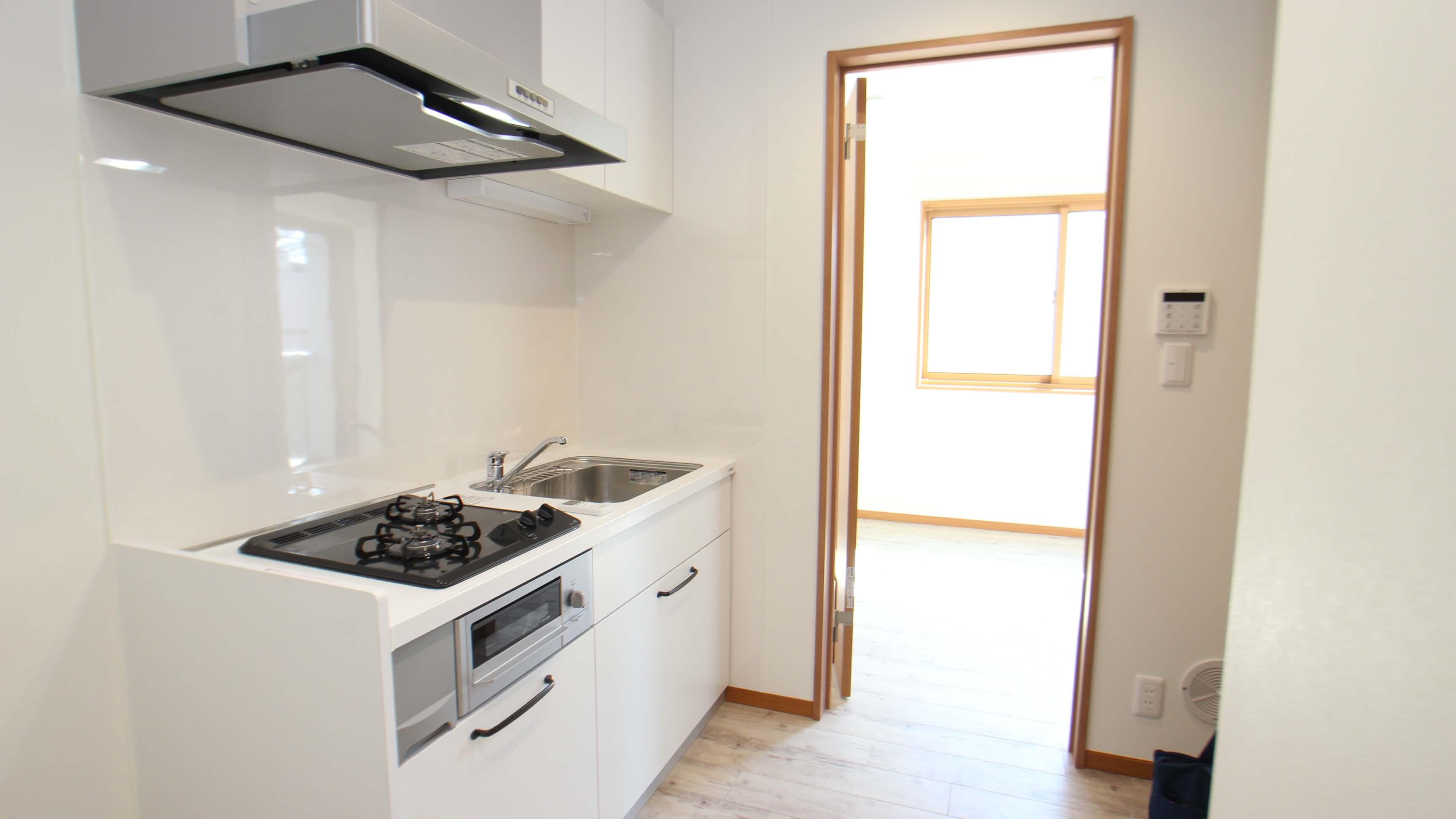 お料理中は、キッチンに猫さんが入れないようにドアを閉めて。