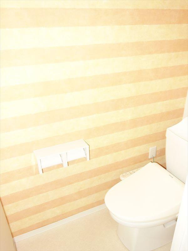 温水洗浄機能付きトイレ♪