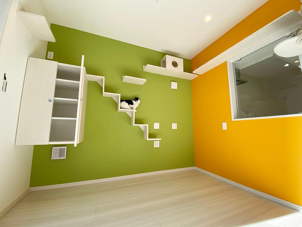 棚下空間には猫トイレが置けて、換気扇あり