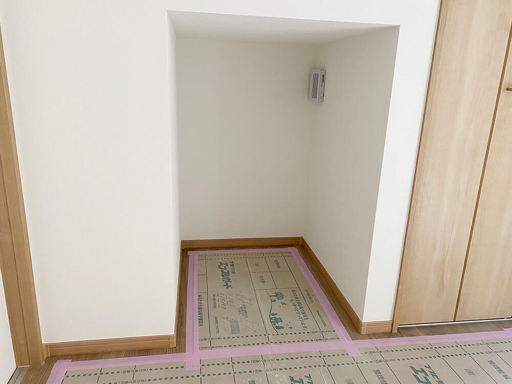 上部に換気扇!そう、猫さんのおトイレが置ける空間!これは嬉しいですね。