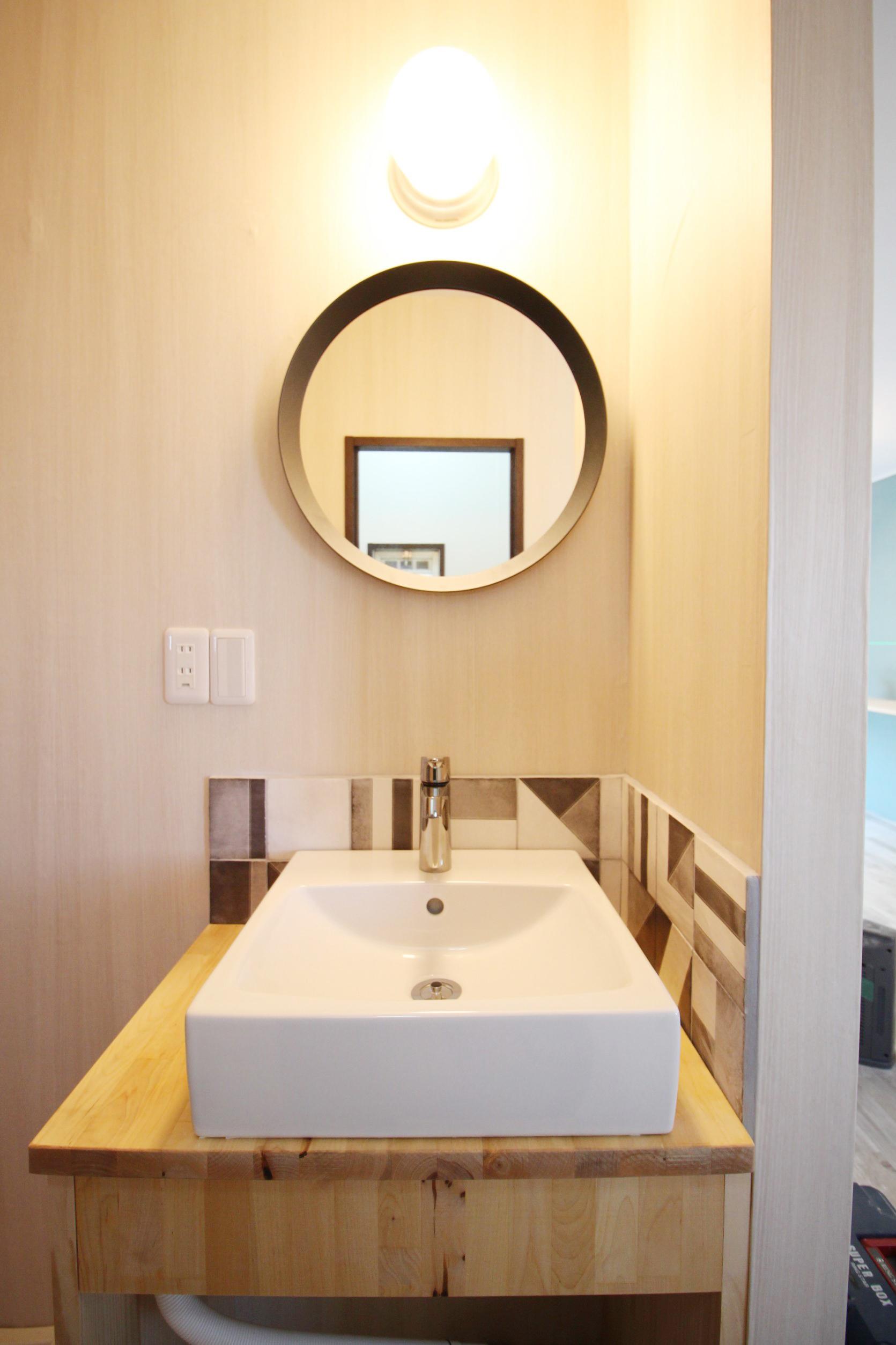 独立洗面台です。陶器のシンクボウルといえば・・・・ここで何が起こるか、お分かりですよね