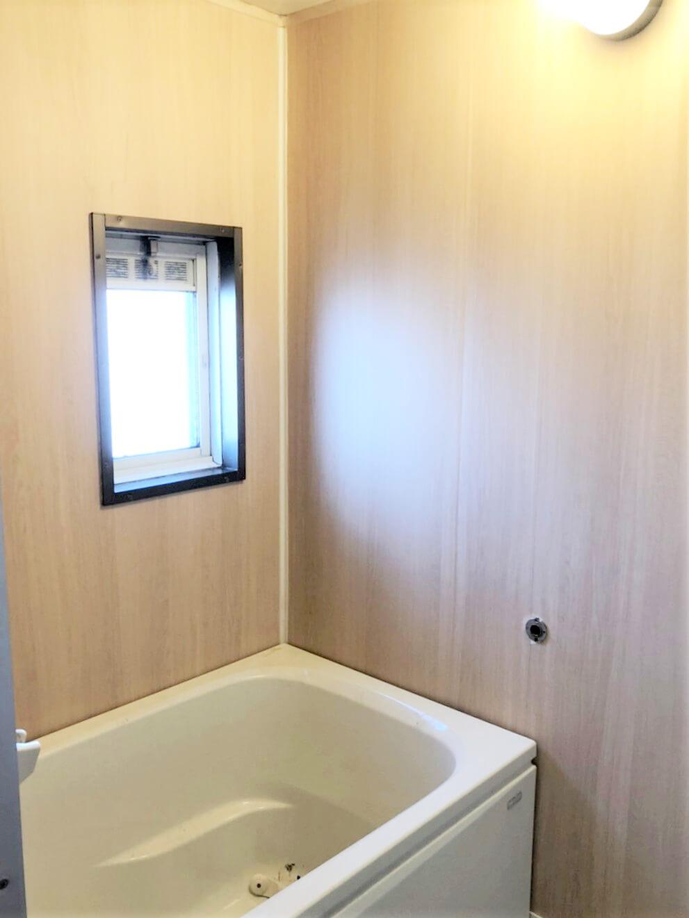 お風呂は追い炊きあり、新品の給湯器ですって