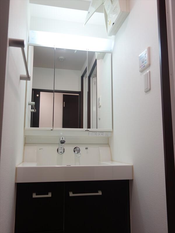 三面鏡付洗面台♪