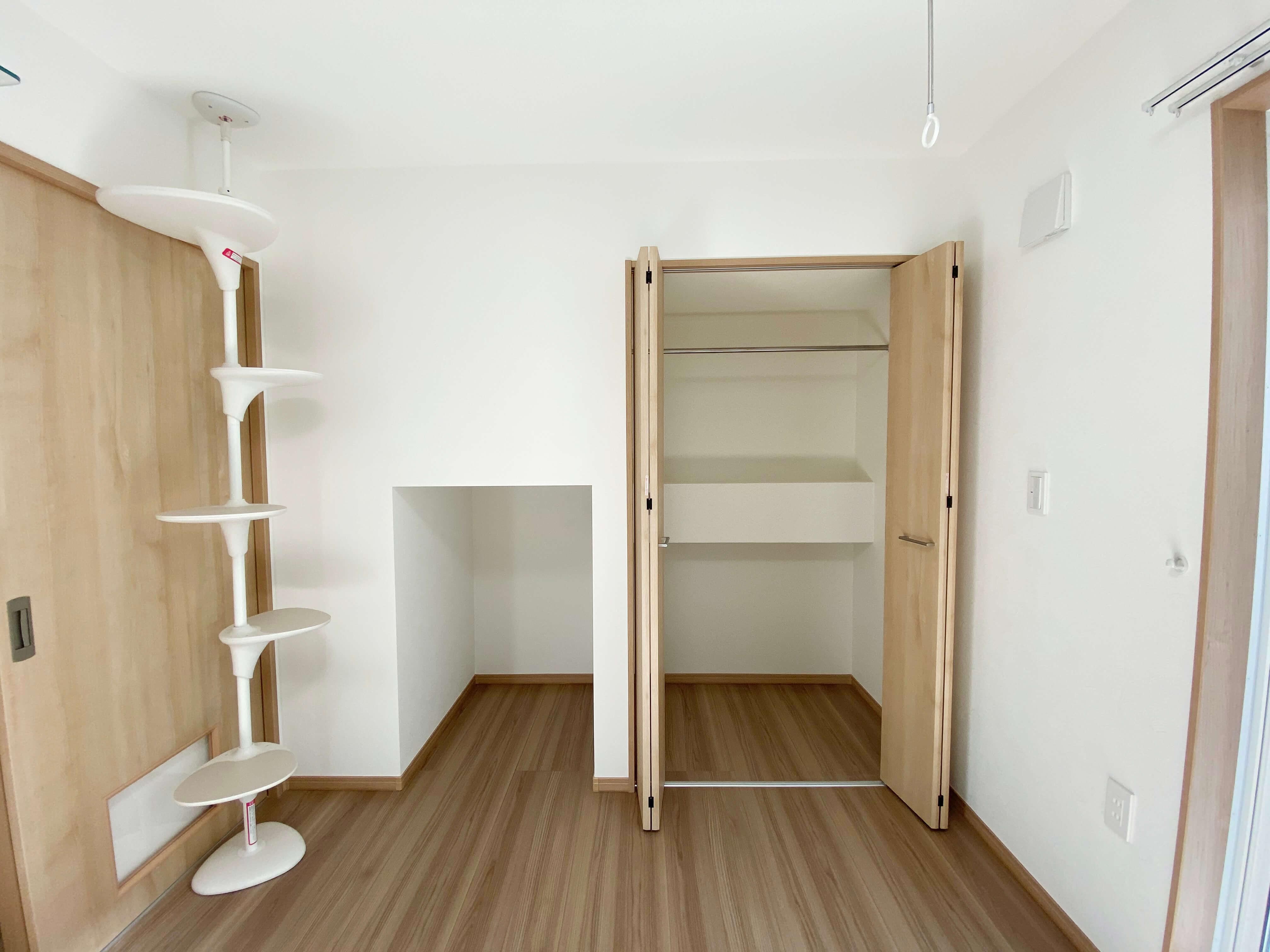 こちらは102号室!クローゼット横のこのスペースは・・・?
