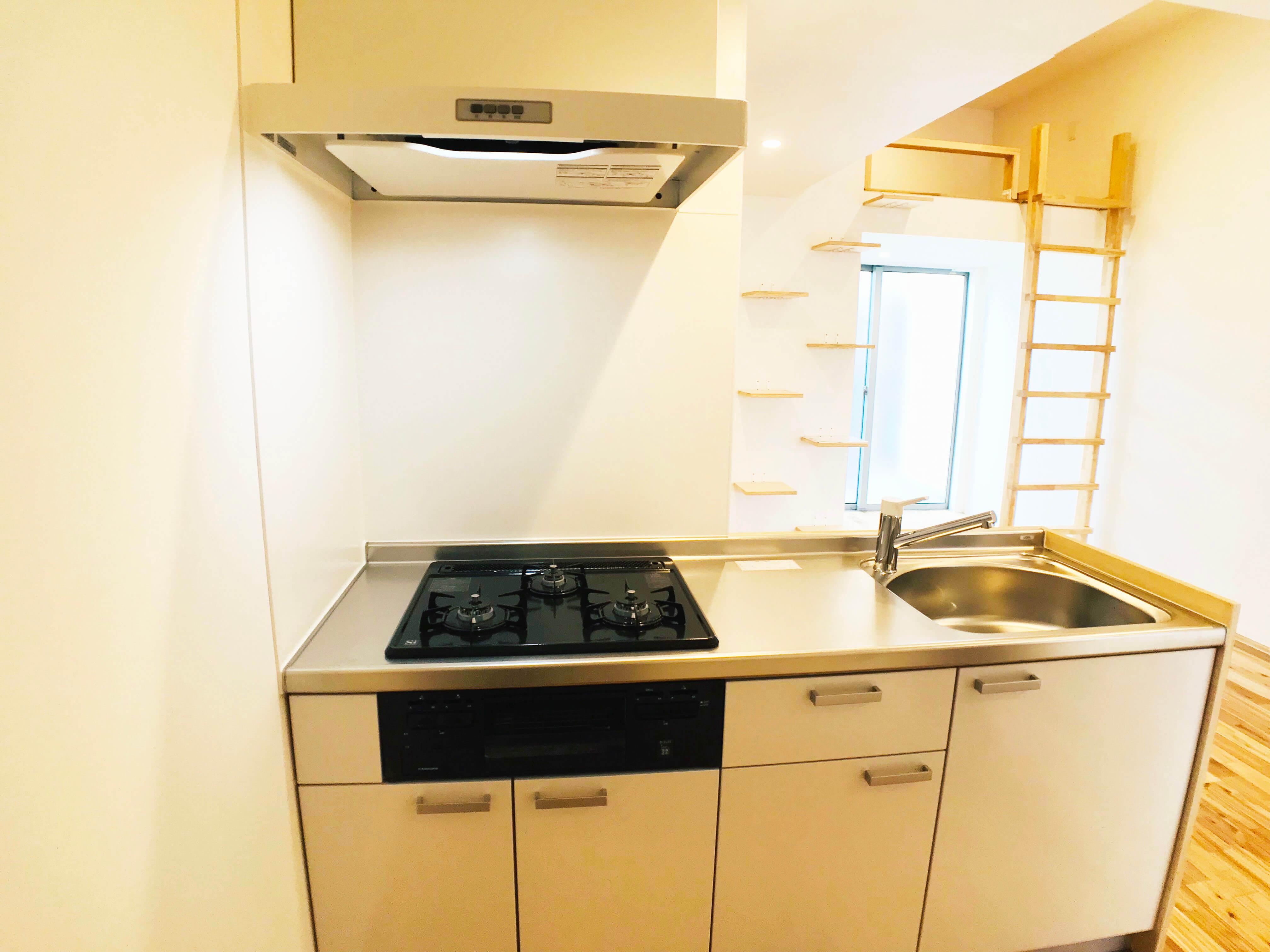101号室・103号室のキッチン ガスコンロに安全ロック機能付き