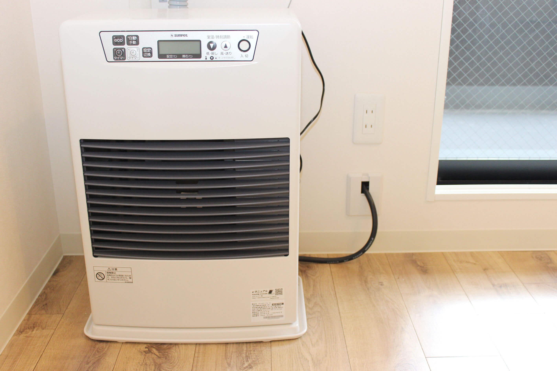 暖房が設備として2台付いてきます。