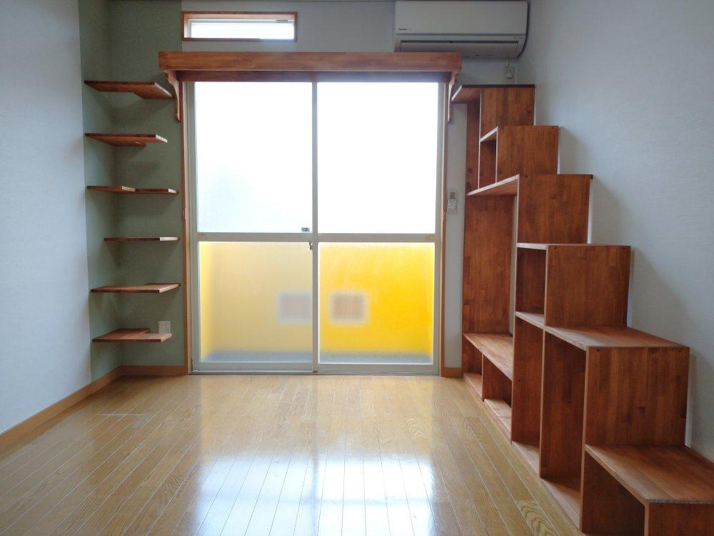 ★102号室の画像です。 L字型のキャットステップがかっこいいですね!