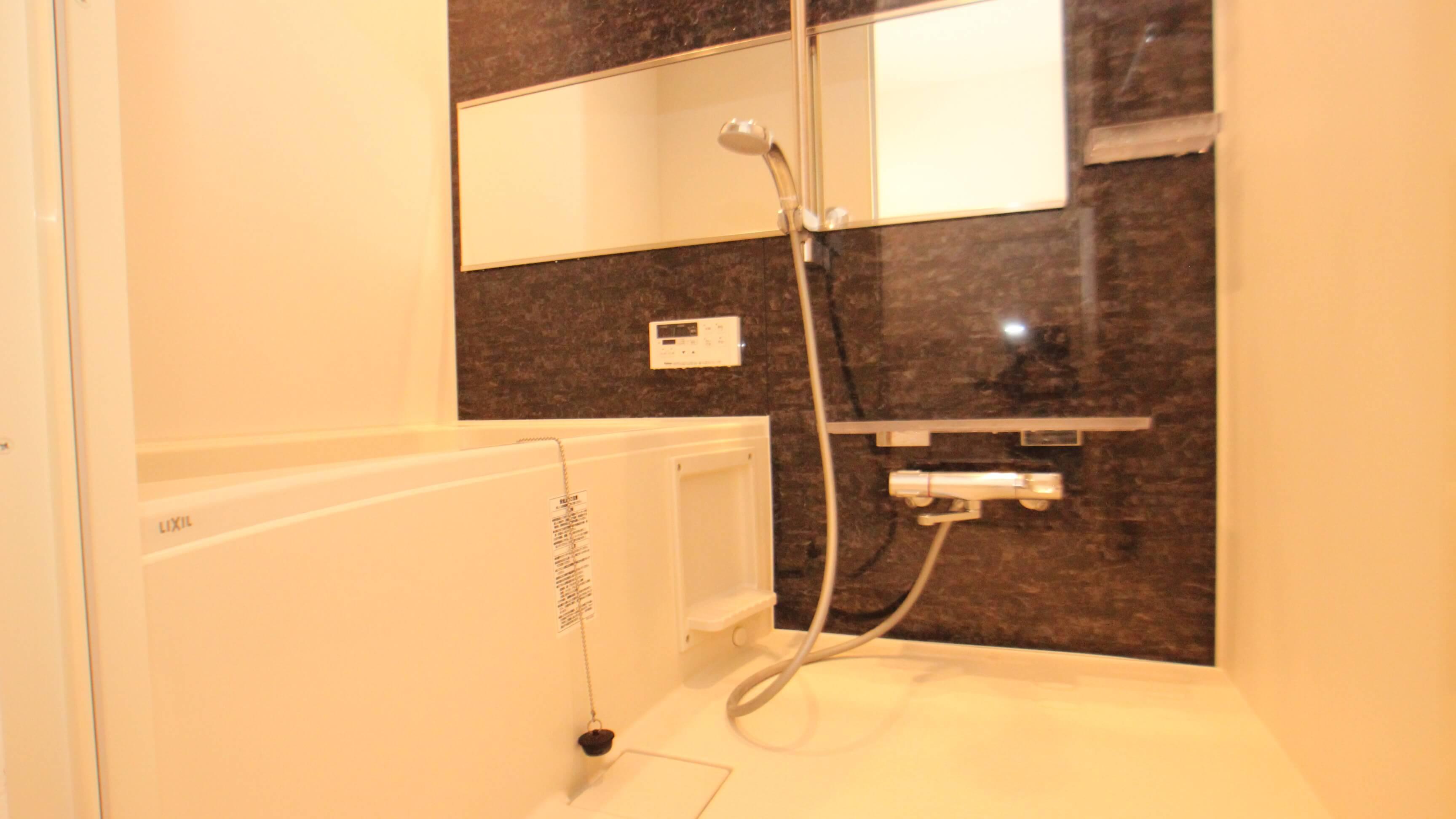 なかなか広めなお風呂は追い焚き機能あり・浴室乾燥機もついてます。