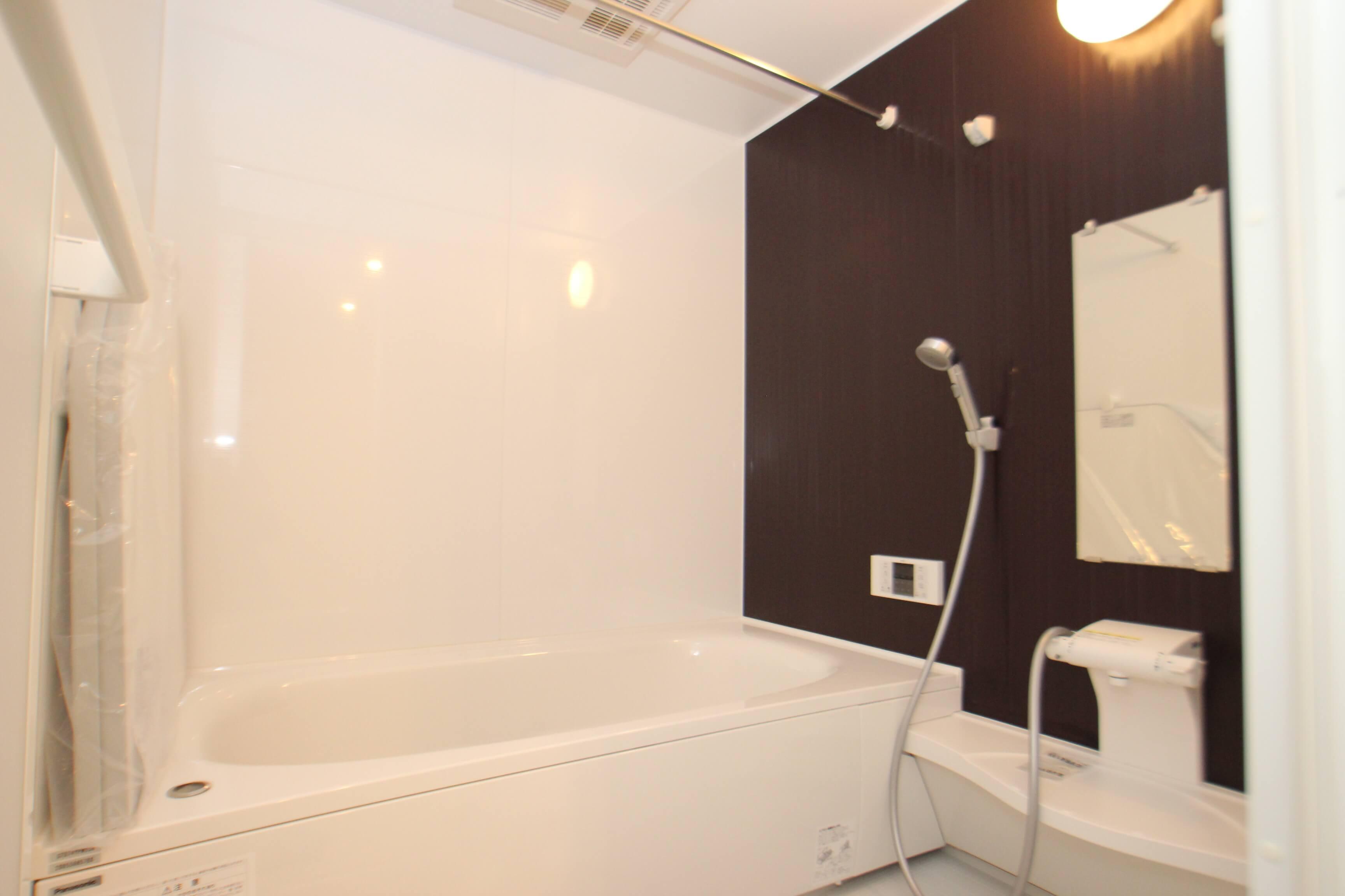 お風呂も広めですよ〜。 追い焚き機能あり・浴室乾燥機もついてます。