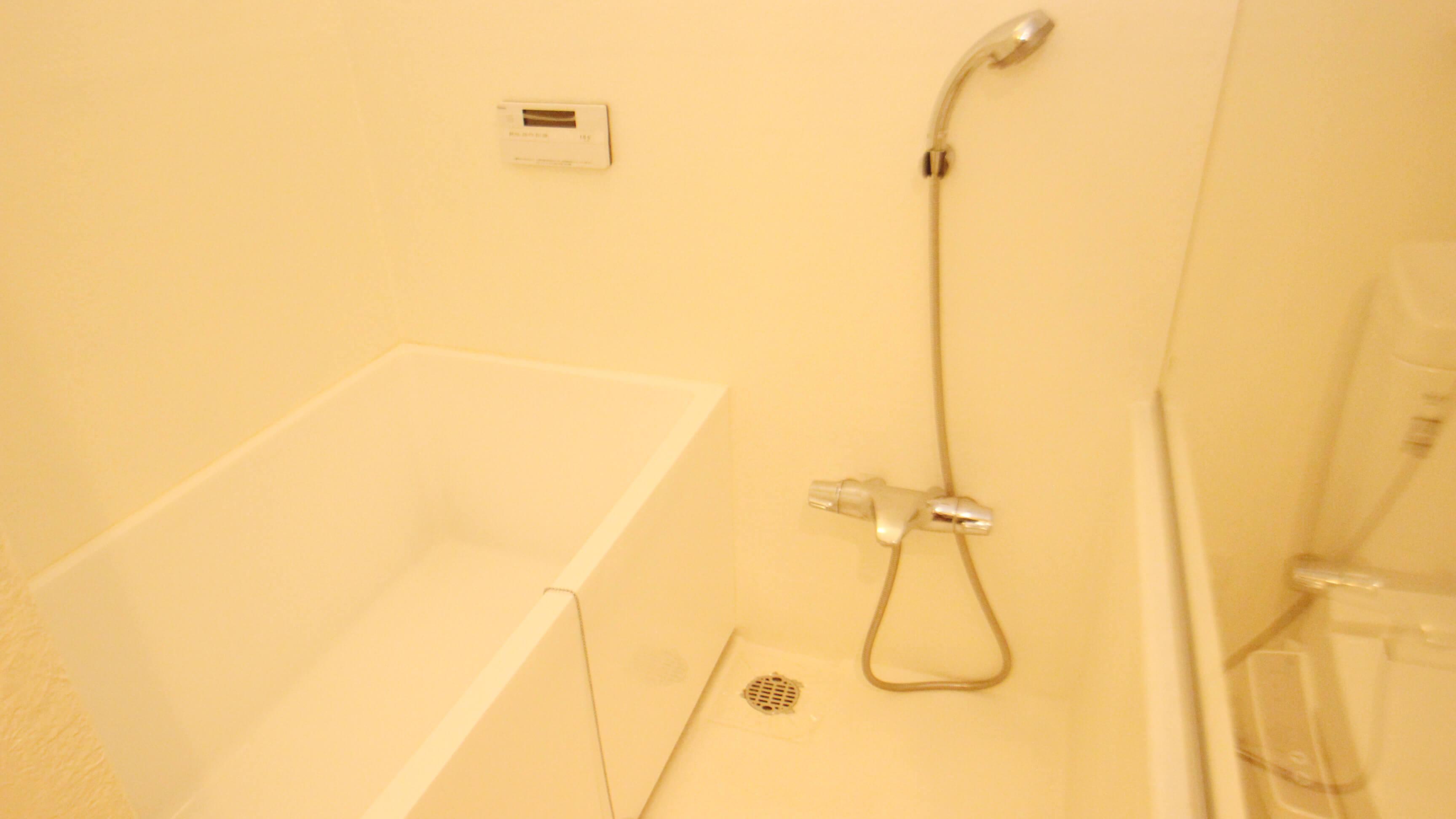 バスルームはホワイトで統一されてますにゃ