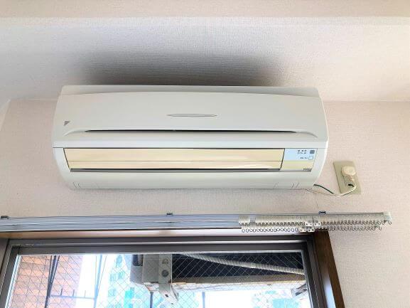嬉しいエアコン付き!