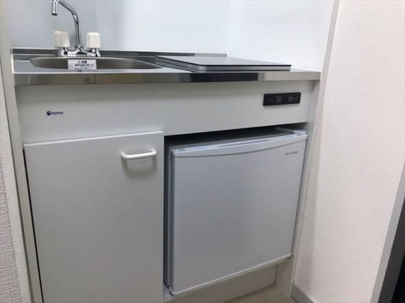 キッチンにはミニ冷蔵庫付き!(202号室)