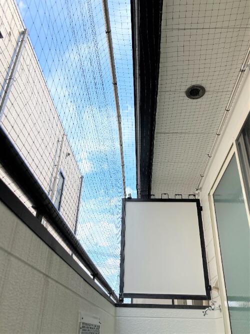 バルコニー上部にはネットを張り、猫ちゃんの飛び出し防止に!