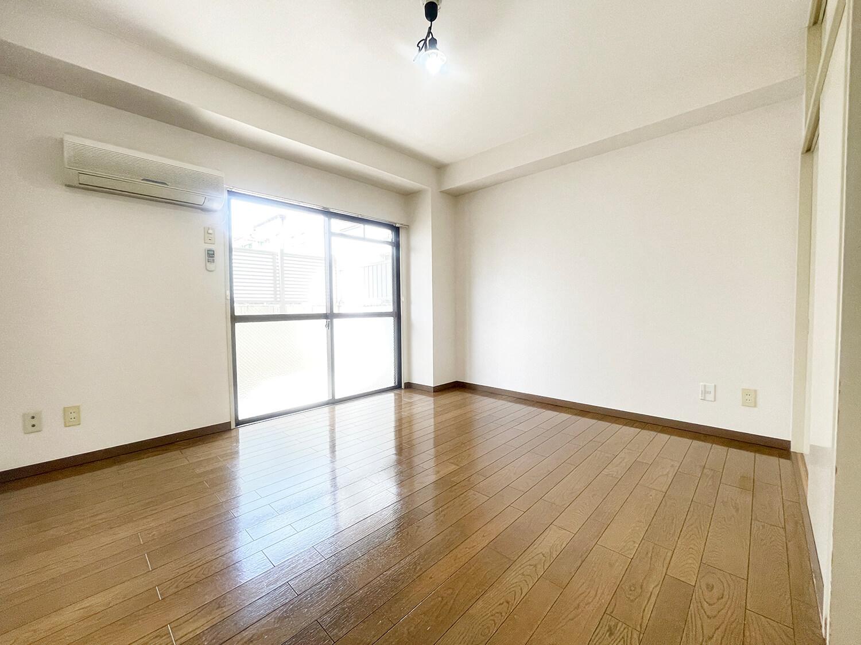 こちらは1階ワンルームタイプ。洋室10帖です。