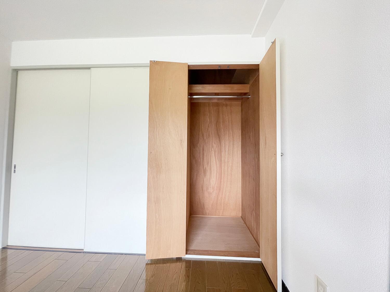 洋室の収納です。収納は他に和室に押入れもありますにゃ。
