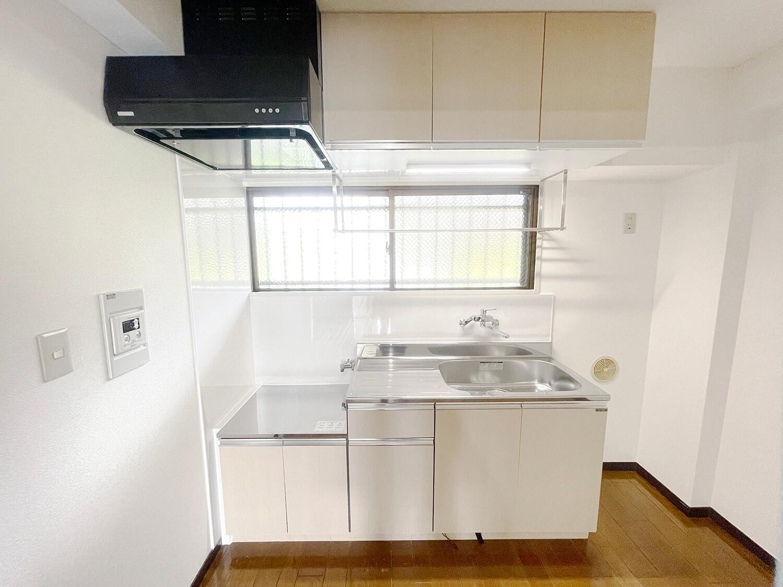 キッチンですにゃ。キッチンも新品。大きめシンクで使いやすそうでした。