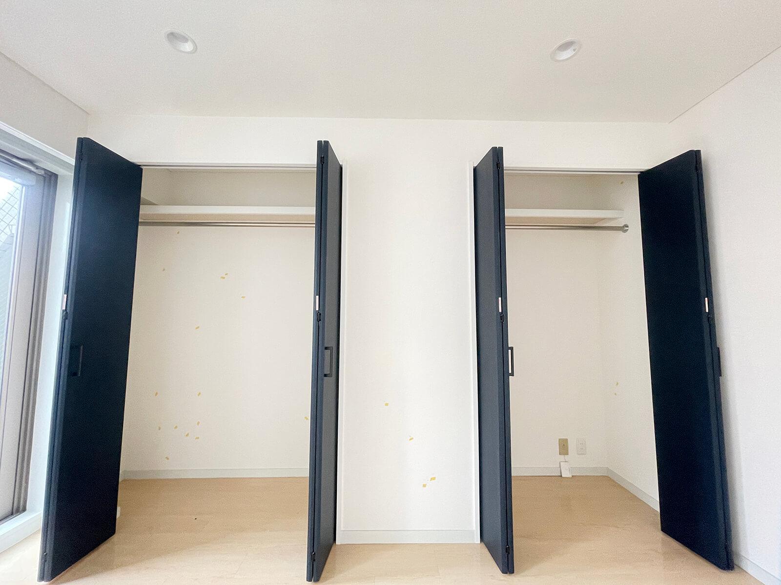 501号室の洋室収納です。容量たっぷりで助かりますにゃ。