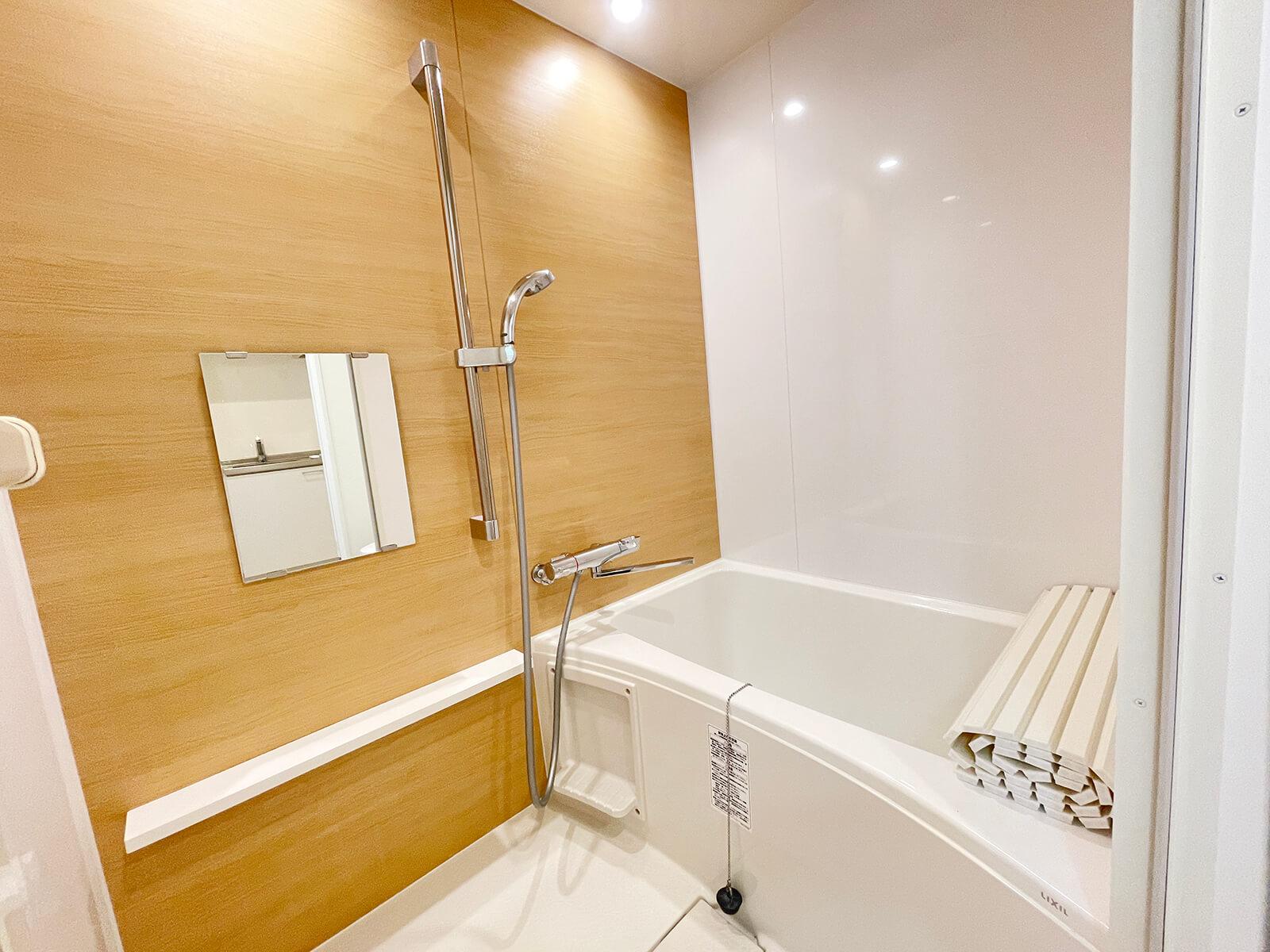 こちらは303号室のお風呂ですにゃ。406号室もお風呂は同タイプです。